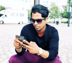 Fernando-doing digital-advertising-via-mobile